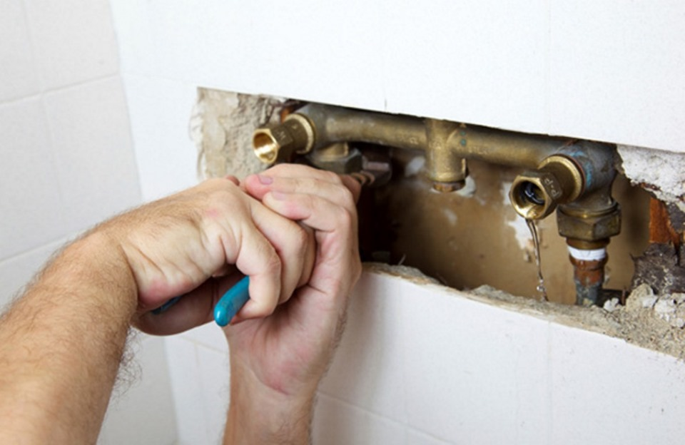 10 solutions to common plumbing issues